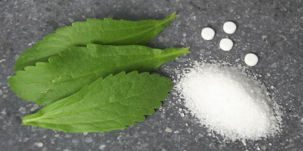 SØTE SAKER: sukkerbladene Stevia, sakkarin i suketter og hvitt sukker