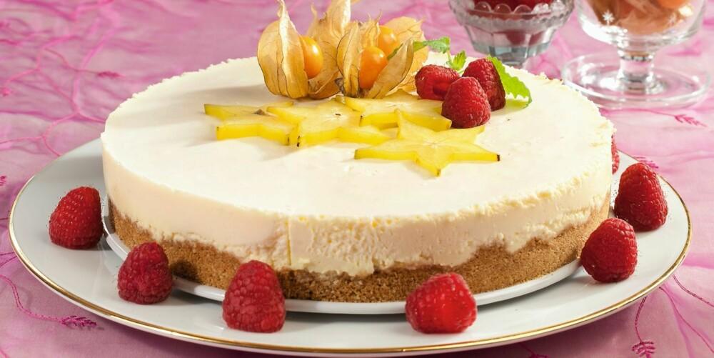 HVIT SJOKOLADE: Denne ostekaken har hvit sjokolade i fyllet. Med glutenfrie digestivekjeks passer den også for allergikere.