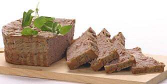 JERN: Under selve menstruasjonen bør du spise mer leverpostei, biff og karbonadedeig, grove kornvarer og grønne bladgrønnsaker. Dette er jernrik mat.