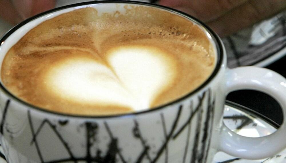 KAFFE: Nordmenn drikker mye kaffe, men hvor mye er egentlig for mye?