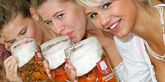 SKÅL FOR HELSA: Under Oktoberfest i München skåler jentene med énliters ølmugger. Om du er ute etter helseeffekten av øl, skal du ikke drikke mer enn to vanlige glass om dagen.