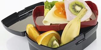 MATPAKKE: En god matpakke med brødskiver, godt og enkelt pålegg og med frukt til er minst like fristende som en flatklemt kjøpematpakke.