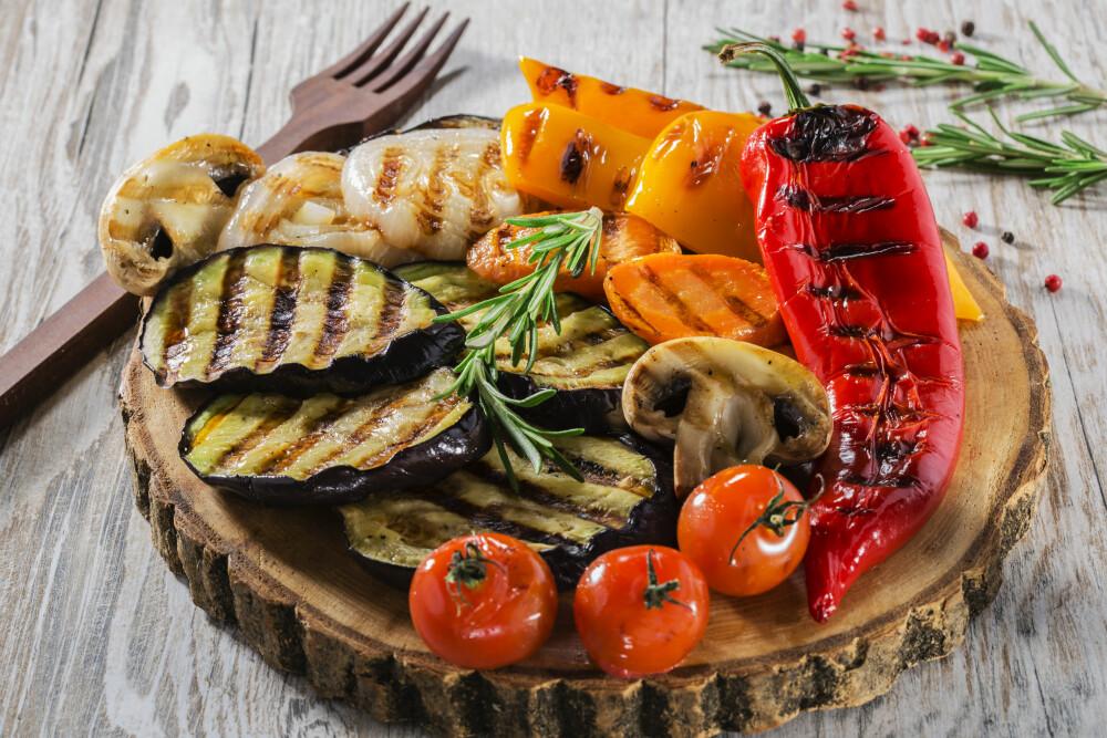 PERFEKT PÅ GRILLEN: Å grille grønnsaker rett på grillen er lett, fort gjort og veldig godt!