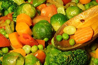 KOKE GRØNNSAKENE?: Dersom du koker grønnsakene, kan du gå glipp av viktige næringsstoffer. ILLUSTRASJONSFOTO: Colourbox
