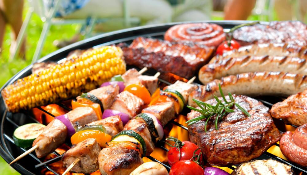 SUNN GRILLMAT: Ønsker du å holde deg sunn i sommer, er det visse grillmåltider du bør styre unna.
