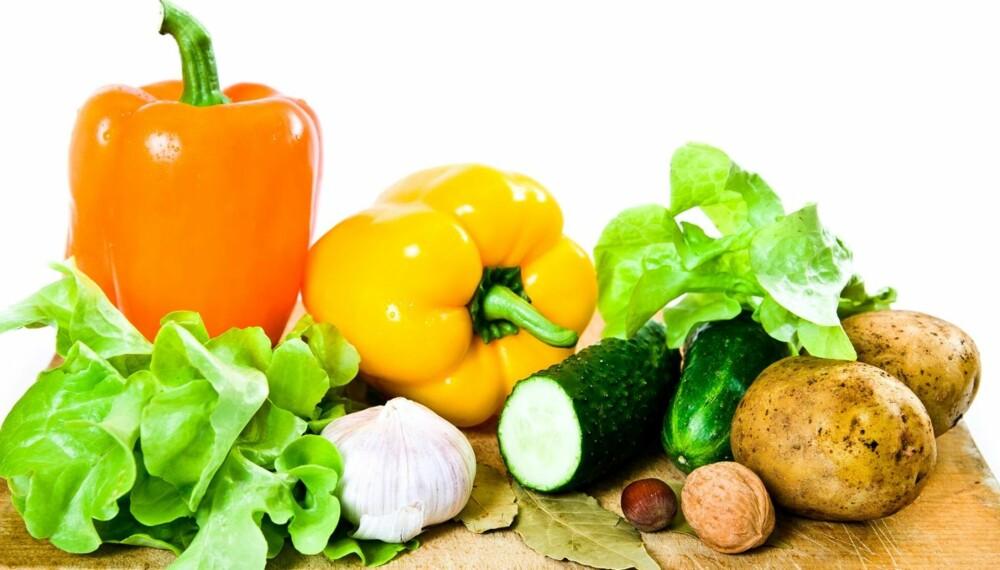 SPIS MER RÅTT: Det kan være lurt å øke andelen rå mat i kostholdet.