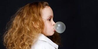 IKKE FARLIG: Tyggegummien bør spyttes ut etter bruk, men skulle du finne på å svelge den er det ikke farlig.