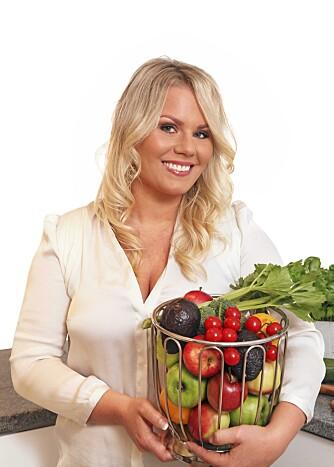 JUICING: Carina Hultin Dahlmann kaller seg juiceterapeut, og hevder at når man får påfyll av ekte næring, så stabiliserer kroppen seg og kommer i balanse.
