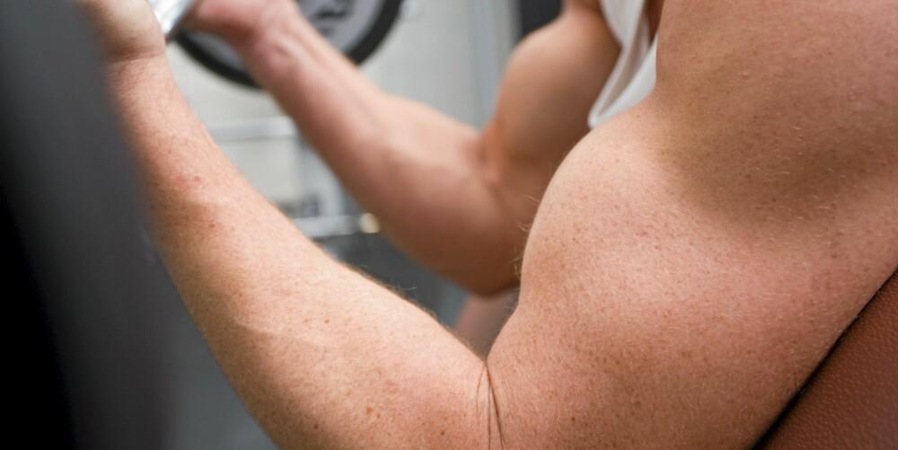 BYGGER MUSKLER MED MELK: Ønsker du å bygge muskler, skal det være bra å drikke melk etter en treningsøkt.