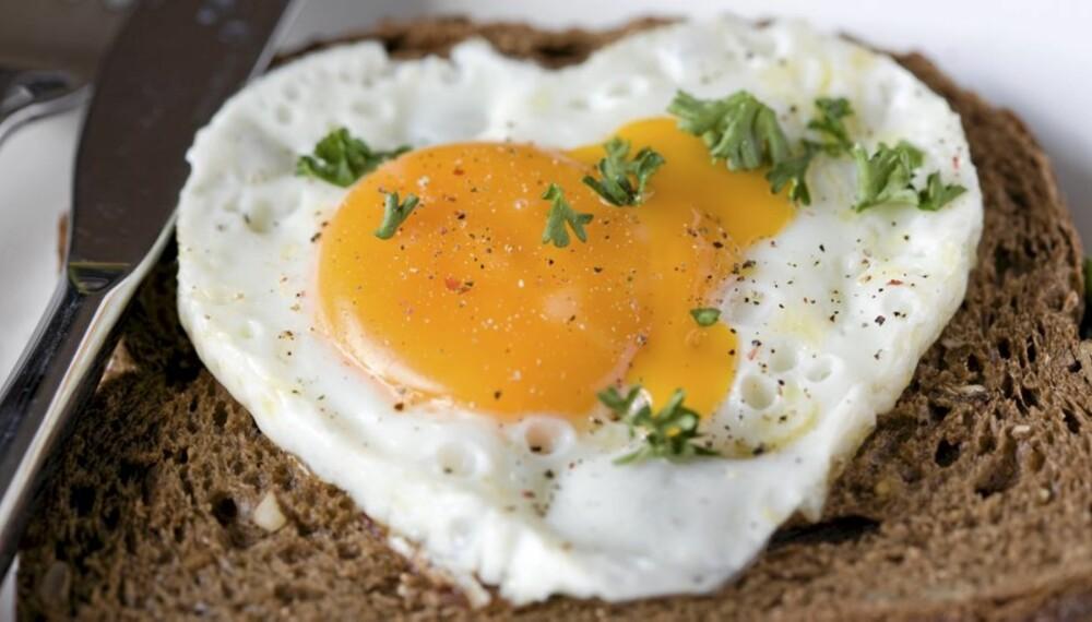 PROTEINRIK MAT: Både egg og brød er matprodukter som inneholder mye proteiner.