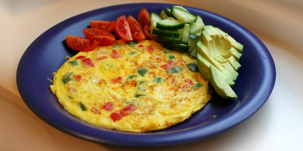 OMELETT: Omelett er en proteinrik frokost med mange vitaminer og mineraler.