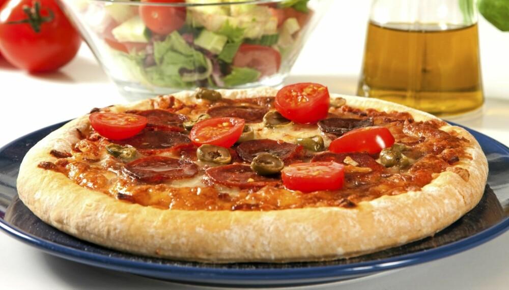 FIBERPIZZA: Med kli i sausen, mager skinke, lettere ost og ekstra grønnsaker blir pizzaen sunnere.