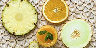 C-VITAMIN: Finnes i sitrusfrukter.