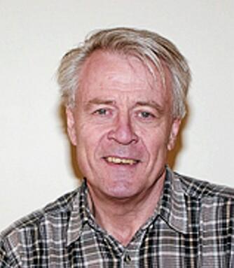 FANTASTISKE PLANTER: Rolf Nestby ved Bioforsk er ekspert på bær og mener mirkalbæret er helt unikt i verden, i alle fall i forhold til hva vi vet så langt.