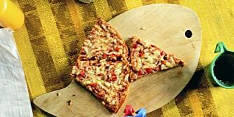 GRANDIOSA: Frossenpizzaen kan inngå i et variert kosthold, og blir sunnere om du «pimper» den med ekstra grønnsaker, magert kjøtt og spiser salat til.