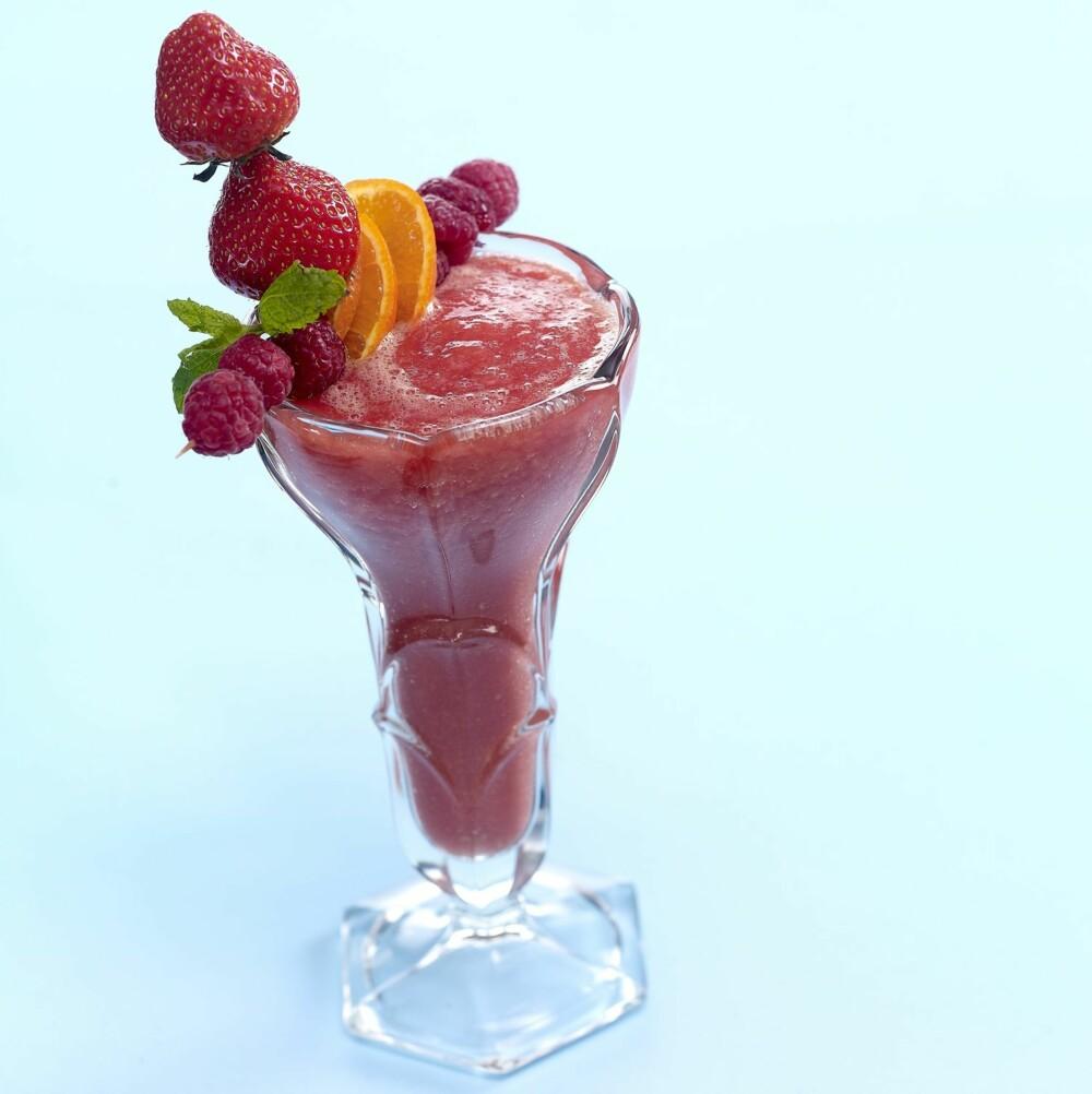 SOMMERLYKKE: Hva smaker vel mer sommer enn grapefrukt og bringebær?