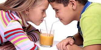 SYRESKADER: Tenne kan få emaljeskader av sure drikker som juice og brus.
