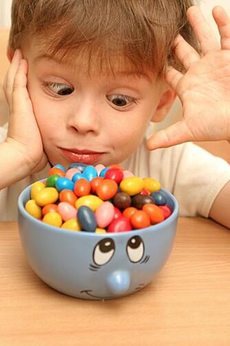 FINGRENE AV FATET: Det kan være vanskelig å bytte ut godteriet med noe sunnere, men helsegevinsten er stor.