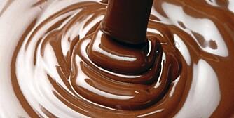 LYKKELIG: Sjokolade inneholder stoffer som gir lykkefølelse.