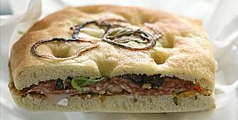 FOCACCIA: Velg kylling, skinke eller mozzarella fremfor salami, neste gang du spiser calzone, focaccia, ciabatta eller lignende.