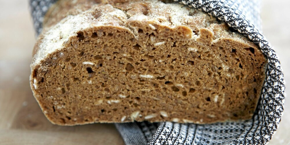FIBER: Coarse bread contains fiber, which increases the feeling of satiety.