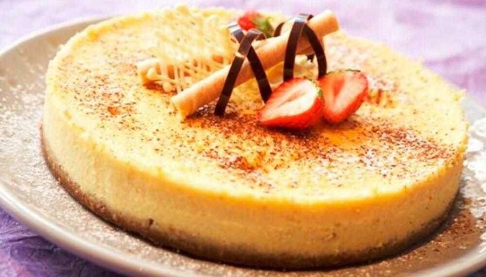 MED HVIT SJOKOLADE: Glad i hvit sjokolade? Dette er ostekaken for deg.