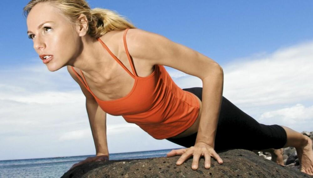 KOM IGJEN JENTER: Mange tenker på armhevinger som en typisk gutteøvelse, men også jenter kan få enormt utbytte av å ta push-ups.