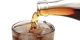 LOVLIG KOS: Vi tillater oss selv å overdrive brusdrikkingen når vi velger sukkerfri i stedet for sukkerholdig brus.