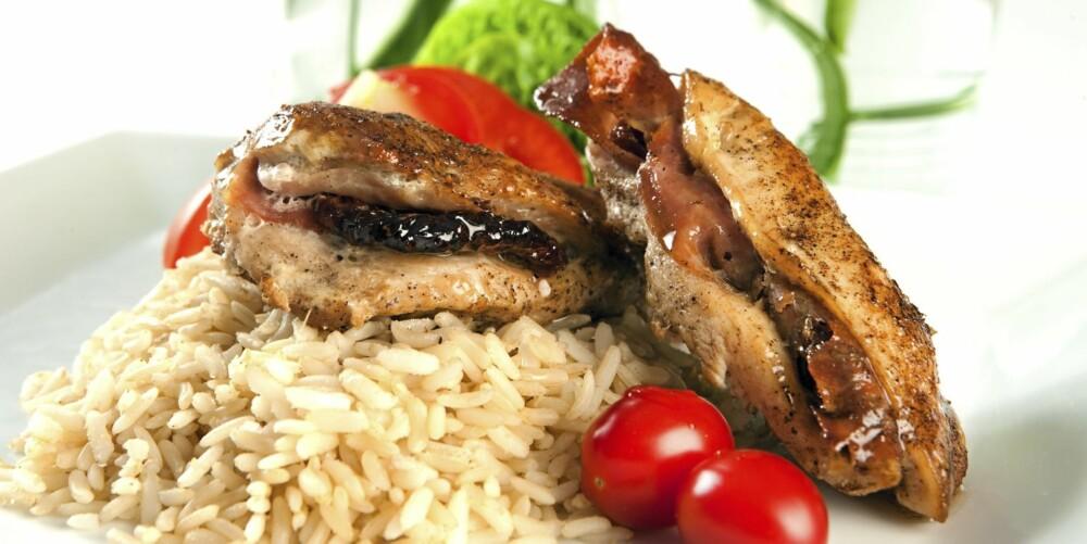 MIDDAG: Kyllingfilet fylt med spekeskinke.