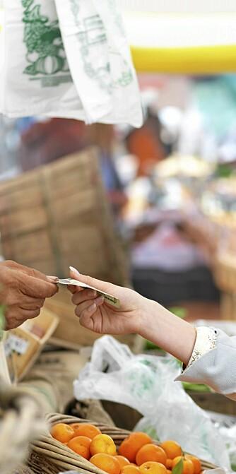GRØNNSAKER: Bruk mindre penger på ferdigmat. Handler du råvarene selv sparer du både penger og helse.