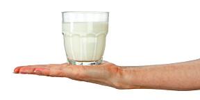D-VITAMIN: Melk bygger muskler, men for å få dekket dagsbehovet av vitamin D må du drikke 2,5 liter eller 12 glass hvis det er din eneste kilde.