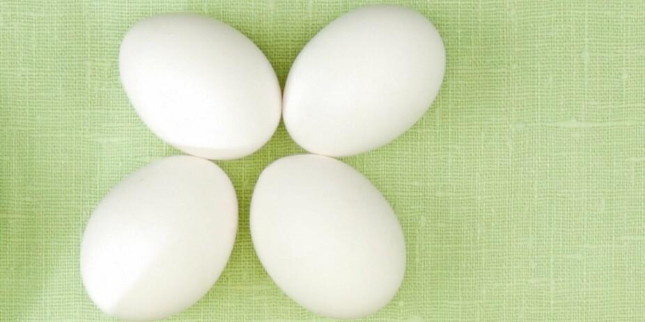 VITAMIN D er ett av få næringsstoffer det virkelig kan være utfordrende å få i seg nok av. 10 mcg dekkes med: 4 egg, eller 1 laksefilet (120g), eller 1 skje tran.