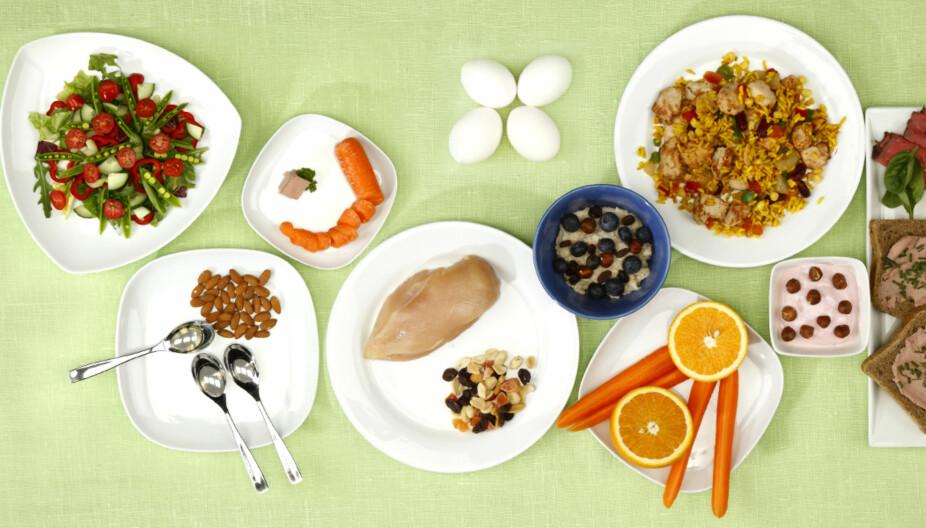 DAGLIG VITAMINBEHOV: Spiser du variert med daglig inntak av fisk eller kjøtt, frukt, grønt, grove kornprodukter og meieriprodukter, får du alle de viktige næringsstoffene.