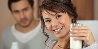 IKKE BARE SOM BARN: Voksne må også styrke og vedlikeholde skjelettet. Drikk melk! ILLUSTRASJONSFOTO: Colourbox