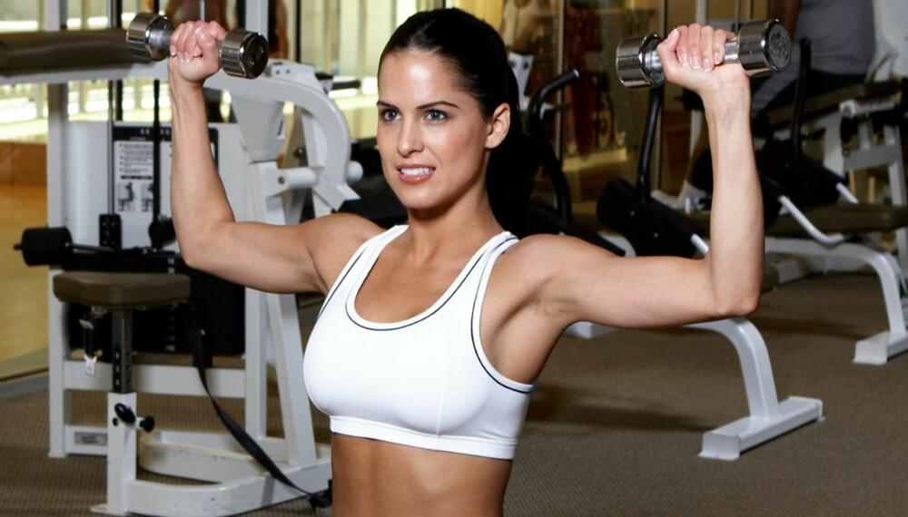 KOMBINASJON: Trener du en kombinasjon av styrke og kondis, der du gjennom styrkeøvelser på de store muskelgruppene holder pulsen oppe på over 85 % av makspuls gjennom hele økten, får du god effekt på oksygenopptaket samtidig som du booster forbrenningen og blir sterk.