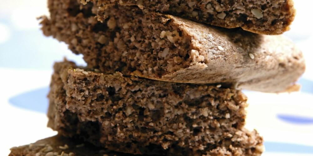 NØTTEBRØD: I dette brødet er det mye nøtter og du kan velge å bruke dem du liker best.