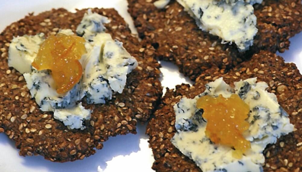 LAVKARBO: Snacksknekkebrød med egg og frø.