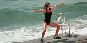 SEXY CINDY: Cindy Crawford (43) har en kropp som mange tjueåringer ville gitt mye for å ha.