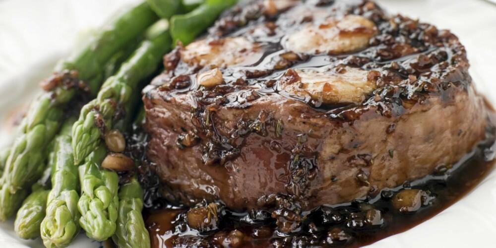 MIDDAG: Biff med grønnsaker. Her er det brukt asparges, vi foreslår aubergine, squash, paprika og løk.