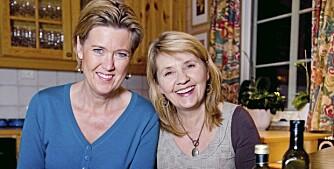 LAVKARBO: Lege og lavkarbo-ekspert Sofie Hexeberg (til venstre) og ernæringsterapeut Gunn-Karin Sakariassen har skrevet boken Frisk med lavkarbo,100 oppskrifter.