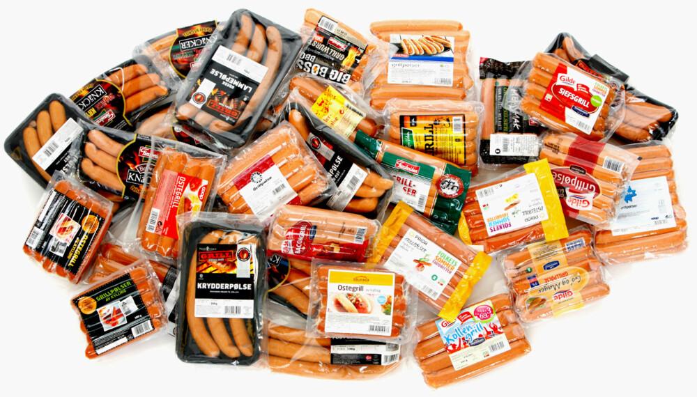 TEST: Ny grillsesong, nye grillpølser. DinKost.no har sjekket næringsinnholdet i 30 pølser til å slenge på grillen.