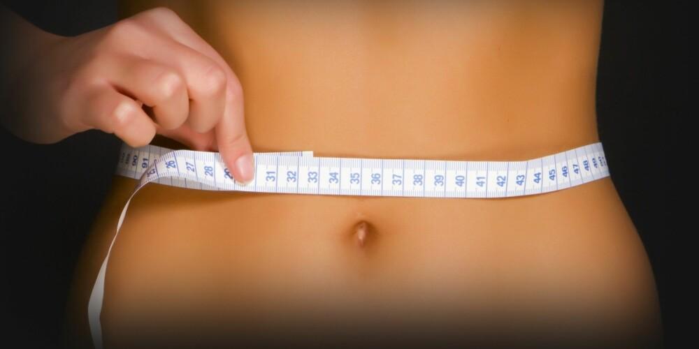 VISUALISER: Se for deg at du spiser sjokolade, og så ser du for deg din nakne kropp i speilet, med valker og fett tytende ut. Gjør du dette gjentatte ganger, vil det påvirke lysten til å spise sjokolade, ifølge psykologen.