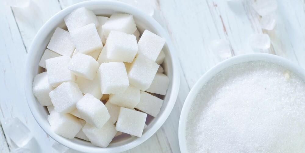 SUKKER: Hver uke får vi i oss sukker tilsvarende 300 sukkerbiter – i tillegg til alt det naturlige sukkeret som finnes i maten.
