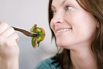 NED I VEKT: Spis gjerne få måltider, og spis tilstrekkelig da, og dropp heller mellommåltidene, lyder ferske råd fra Charlotte Erlanson-Albertsson, professor i medisinsk og fysiologisk kjemi ved Universitetet i Lund.