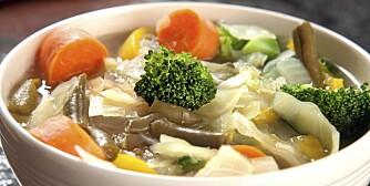 GRØNNSAKSUPPE: Med brekkbønner, hodekål og brokkoli.