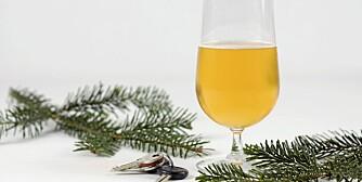 KALORIER OG PROMILLE: Øl er en del av julekosen. Men kan med fordel erstattes med vann.