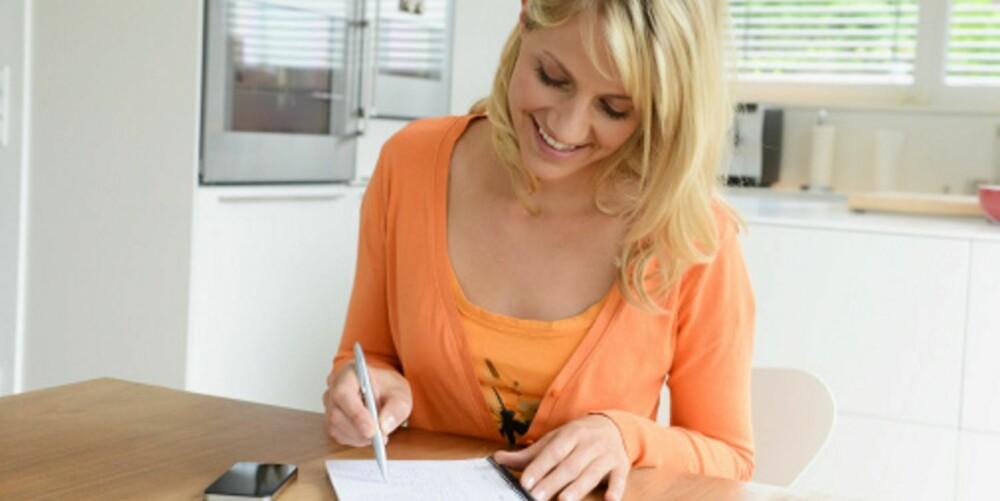 SMART: Skriv handleliste når du planlegger uken. Sjekk hva du har fra før, og planlegg måltidene etter dette, så sparer du penger også.