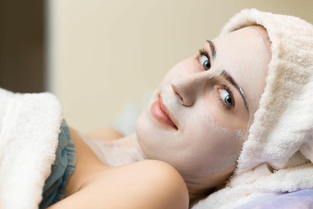 VÆR GRUNDIG: Den vanligste tabben mange gjør er å rense huden for raskt, så ro ned og ta deg litt ekstra tid ved neste ansiktsrens.