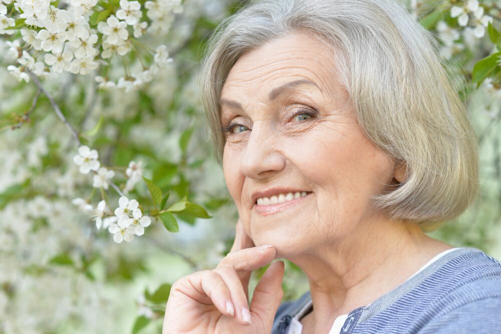 VOKSEN HUD: - Ofte blir huden tørrere med alderen, og det er da fint å rense den som en tørr hud, forteller hudpleier og faglærer ved Hudpleiakademiet, Eva Bjerkholt.