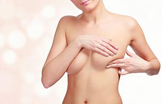 BRYSTKREFT: Det å sjekke brystene selv, kan føre til at kreften oppdages tidlig.